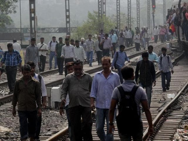A technical snag brought the trains at platform number 1 of Thane station to a halt.