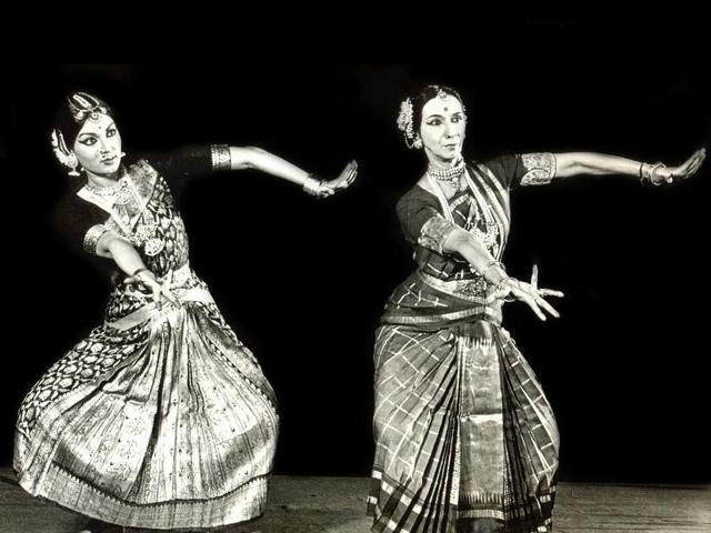 Mallika Sarabhai (left) performs with her mother Mrinalini(Photo: Mallika Sarabhai)