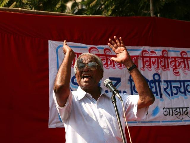 A file photo of CPI leader Govind Pansare at a protest rally against the Maharashtra government's SEZ land policy at Azad Maidan.