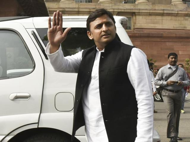 Those protected by the NSG like Uttar Pradesh chief minister Akhilesh Yadav are entitled to a bullet-proof vehicle, two escort vehicles and around 40 personnel each.(Hindustan Times)