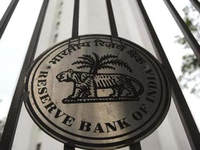 The front runners for the RBI top job are Rakesh Mohan and Urjit Patel, say sources in finance ministry.
