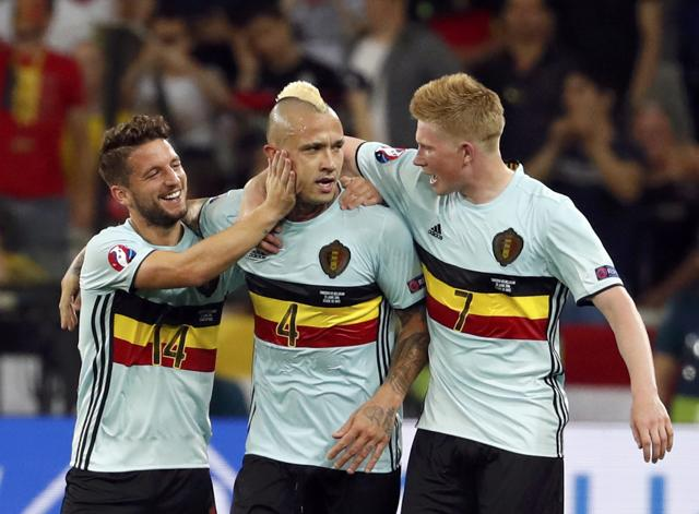 Football Soccer - Sweden v Belgium - EURO 2016 - Group E - Stade de Nice, Nice, France - 22/6/16 - Belgium Radja Nainggolan scores a goal. REUTERS/Yves Herman