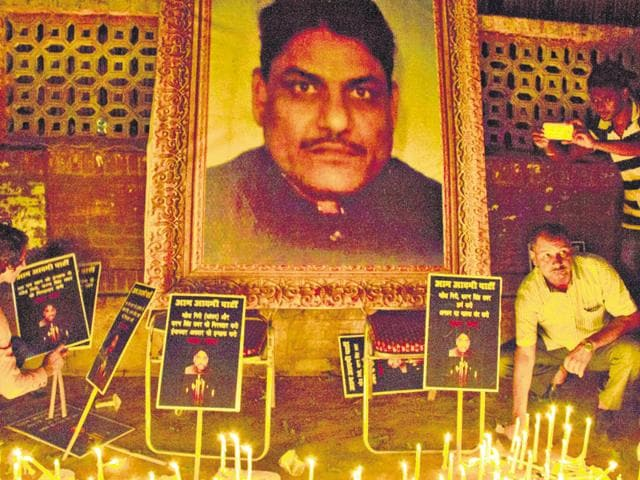 A candlelight march for slain NDMC official MM Khan was held recently at Jantar Mantar.