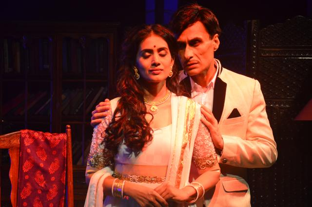 A scene from the play, Gardish Mein Taare, starring Sonali Kulkarni and Arif Zakaria. The play is based on the tumultuous relationship between filmmaker Guru Dutt  and his singer wife, Geeta Dutt.