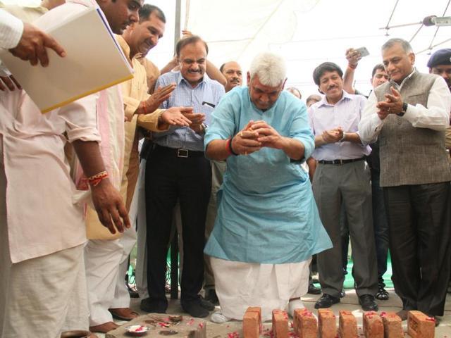 Minister of state for Railways Manoj Sinha,General VK Singh,Dhobighat rail overbridge