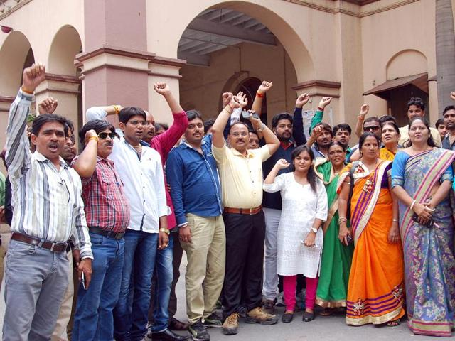 BJP corporator Saroj Chouhan's supporters  stage protest in Indore.