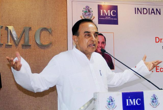 Mumbai: Rajya Sabha MP & Senior BJP leader Subramanian Swamy during an interactive meeting on Indian: Economic and Political outlook, at Indian Merchant Chember, in Mumbai on Thursday. PTI Photo (PTI6_17_2016_000041A)