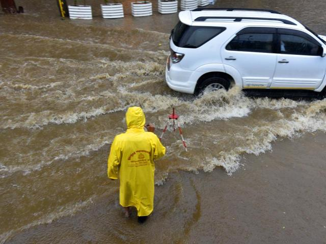 Mumbai, India - June 24, 2016: As the monsoons arrive, the city faces with potholes, in Mumbai, India, on Friday, June 24, 2016. (Photo by Vidya Subramanian/ Hindustan Times)