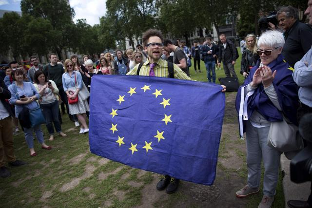 Holding a binding referendum on Dutch ties to the EU would require a lengthy process to amend the country's constitution, with no political appetite to launch such proceedings.