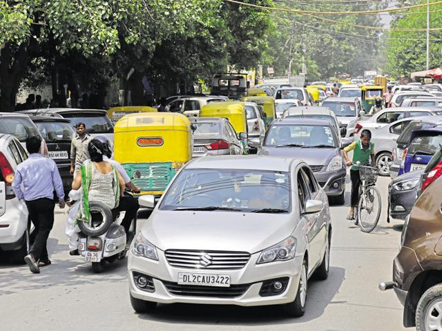 New Delhi:Heavy traffic jam at Malviya Nagar in New Delhi on Saturday.