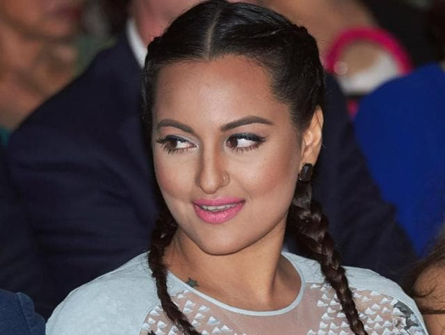 Sonakshi Sinha sported the boxer braid  at a recent award show.