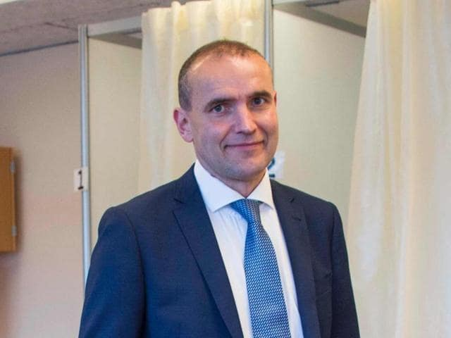 Political newcomer Gudni Johannesson was trailed by businesswoman Halla Tomasdottir, also non-partisan, who took 29.4 percent of votes.