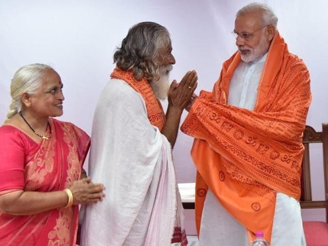 Chandrakant Kulkarni with Prime Minister Narendra Modi in Pune