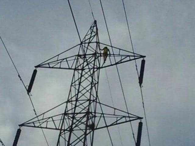 The girl climbed  a 150-feet electricity tower to demand that she be married to her boyfriend.