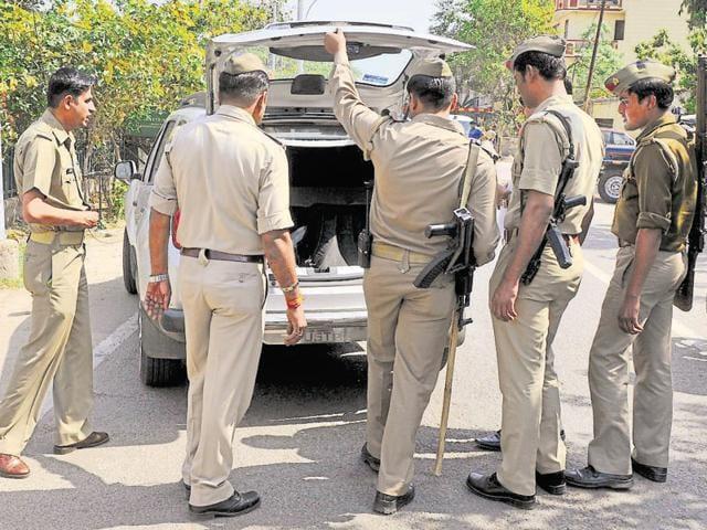 Uttar Pradesh,liquor smuggling,India-made foreign liquor (IMFL)