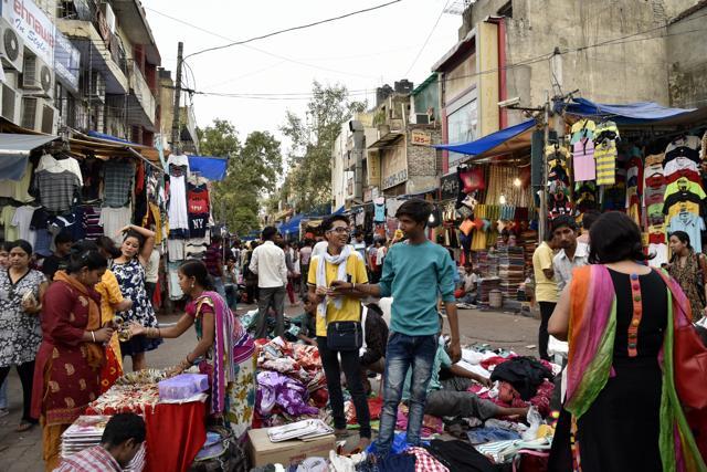 Calm and chaos coexist in Sarojini Nagar lanes | delhi