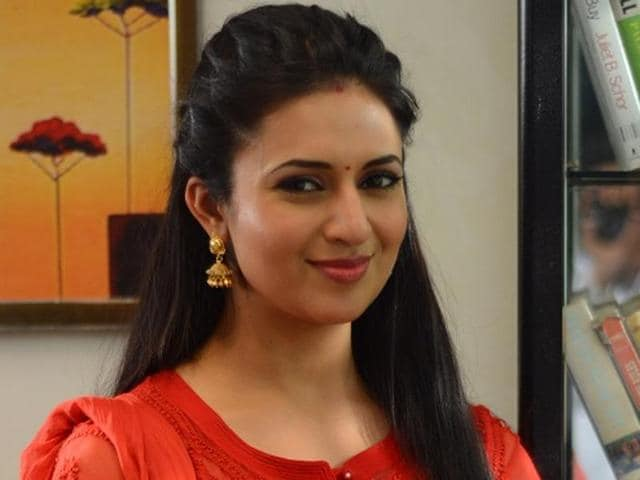Divyanka  Tripathi says it is sweet that people love her and want to know everything about her wedding. She feels there are a lot of expectations.