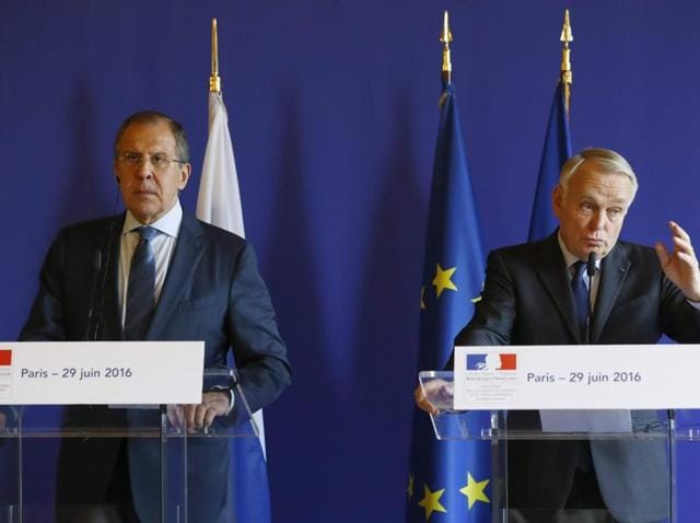 French foreign minister Jean-Marc Ayrault (R) and his Russian counterpart Sergei Lavrov give a press conference after their meeting at the Quai d'Orsay in Paris.