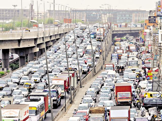 Heavy traffic jam at Delhi-Gurgaon expressway at Mahipalpur flyover due to diesel taxi drivers' protest against a Supreme Court ban on diesel taxis in New Delhi and NCR, in Gurgaon.