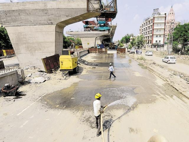 An elevated corridor is being constructed on MP2 Road for the traffic between Sector 18 and Sector 60. Residents of the area complain that the construction work is causing pollution.