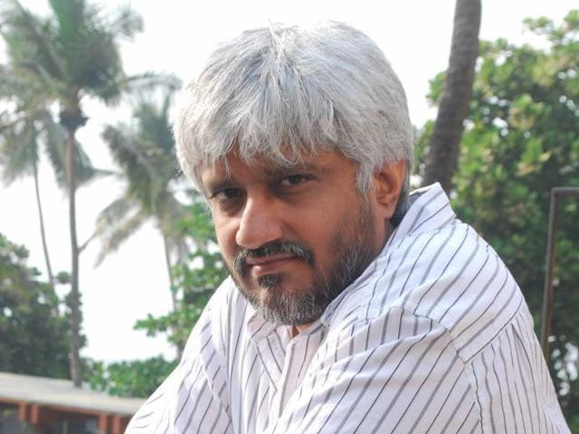 Vikram Bhatt slaps defamation case on Kamal R Khan, after the actor insulted him on Twitter.