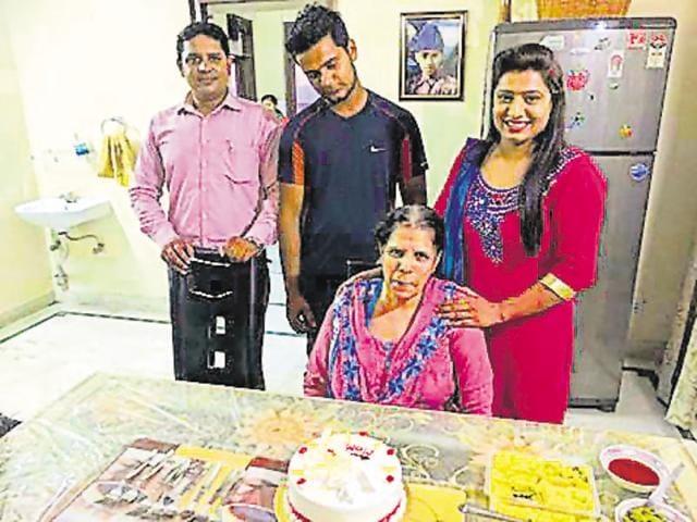 Faizan, Manish Dagar and Yasmine Yadav helped 59-year-old Gurdeep Kaur after her scooter was hit by a vehicle.