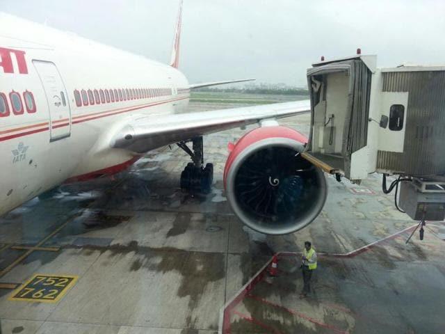 Air India,Mu7mbai,Aerobridge