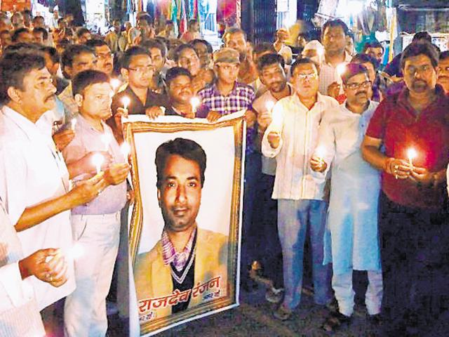 Journalists took out a candle march a day after Hindustan journalist Rajdeo Ranjan's murder in Siwan.