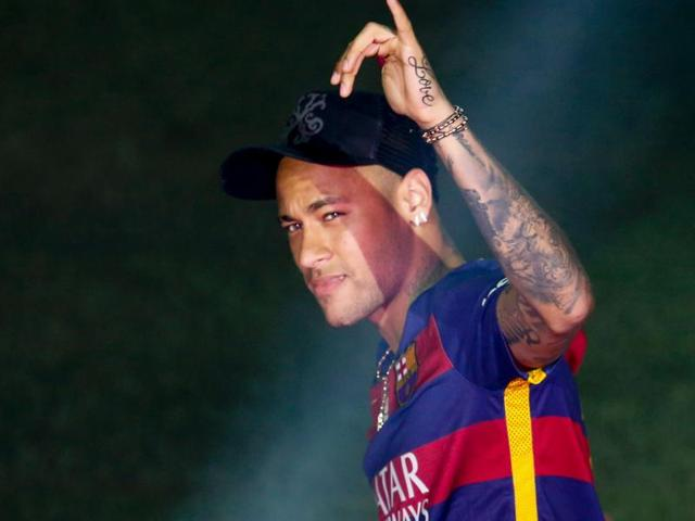 Neymar to remain in La Liga, agrees to five-year Barcelona deal