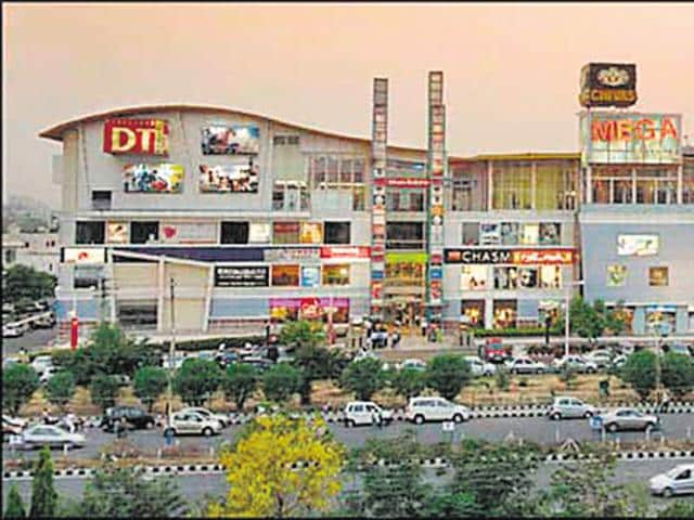A group of 16 bouncers barged into the club 'Storm' in DLF Mega Mall and roughed up the staff on Thursday night.