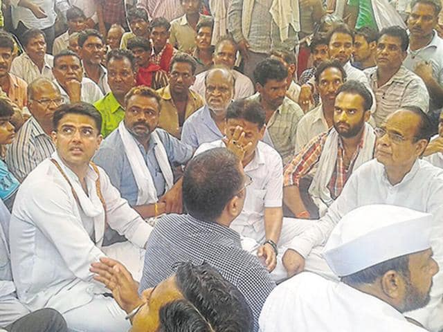 PCC chief Sachin Pilot, leader of Opposition Rameshwar Dudi and other Congress leaders take part in a dharna in Baran demanding arrest of the people behind Sonu Goyal's murder.