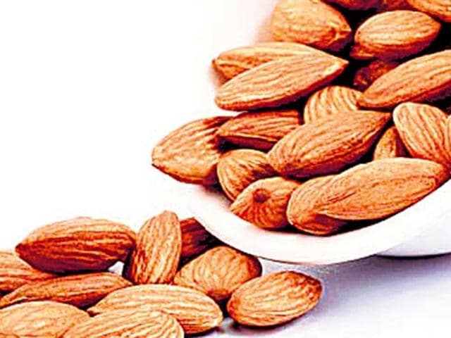 Young adults,Healthy snacks,Almonds