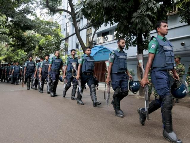 Bangladeshi security officers cordon off an area after heavily armed militants attacked a restaurant in Bangladesh's diplomatic zone on Friday night, in Dhaka,  Saturday, July 2, 2016.