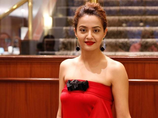Actor Surveen Chawla has been approached by the makers of the film Babumoshai Bandookbaaz for the lead role.