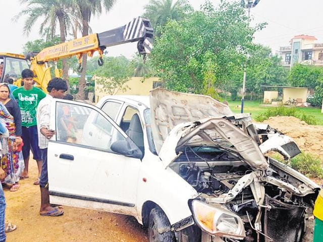 The car, retrieved with the help of a crane, was severely damaged. However, neither the woman nor her relative suffered major injuries.