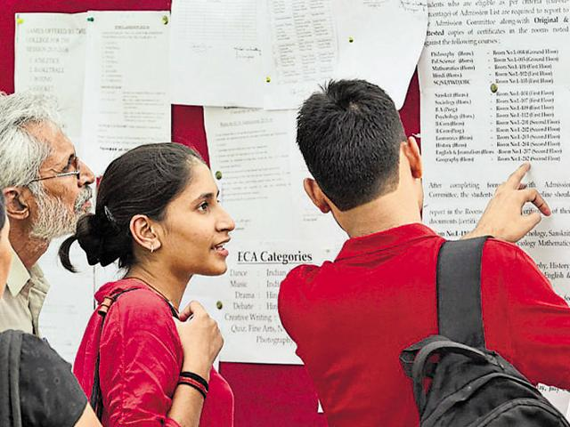 File photo of students and parents checking the cut-off list at a college of the Delhi University.(HT Photo)