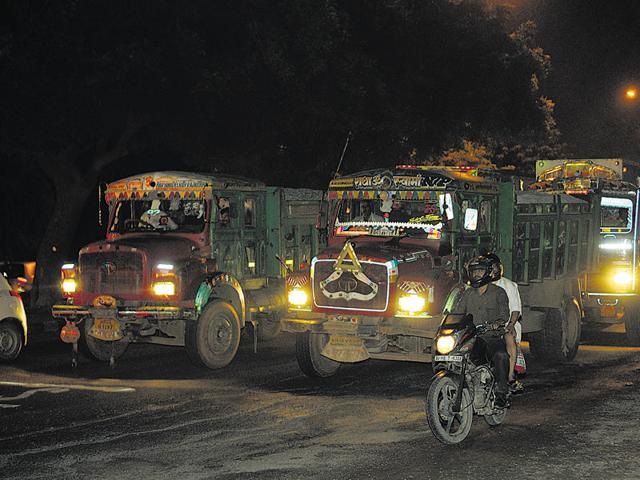 Delhi traffic police run special campaign to stop polluting trucks