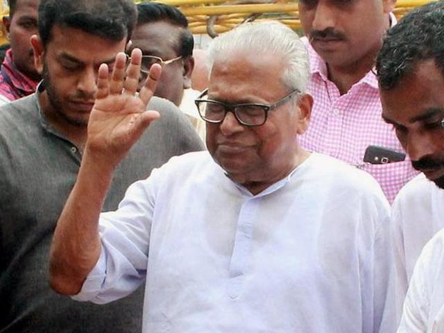 SC dismisses Achuthanandan's plea for CBI probe in ice-cream parlour sex case