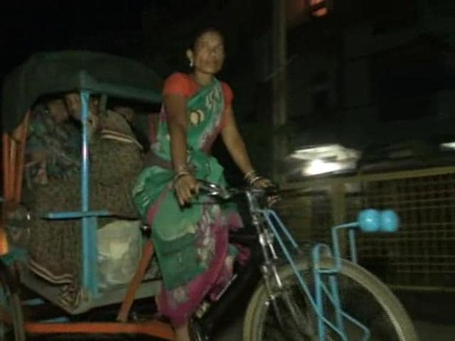 Guddi Bai driving a cycle rickshaw to take her pregnant neighbour Kanta Mehra to district hospital.