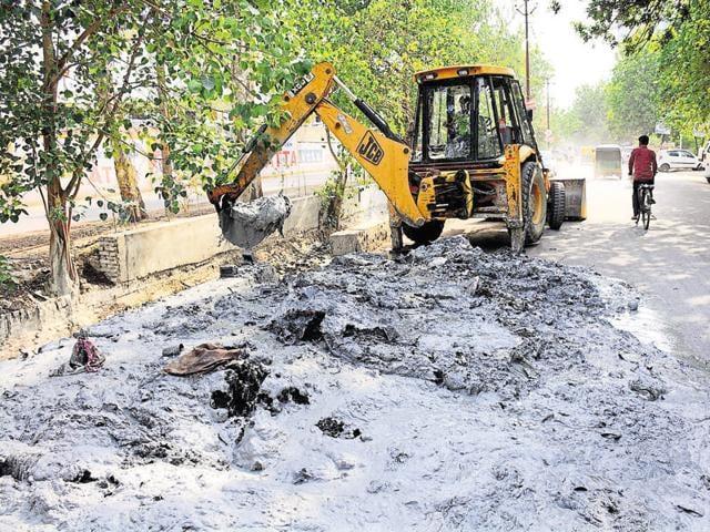monsoon,de-silting drains,Ghaziabad municipal corporation