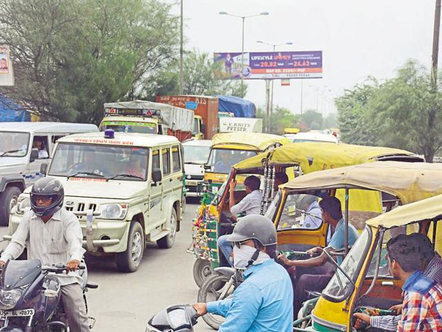 With first rains, traffic goes for a toss in Noida, Ghaziabad