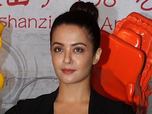 Faced casting couch 'down south', not in Bollywood: Surveen Chawla