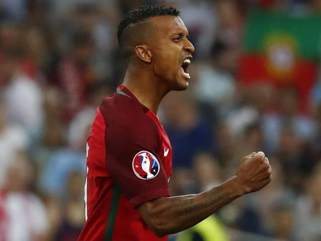 Portugal's Nani joins Valencia from Fenerbahce on three-year deal