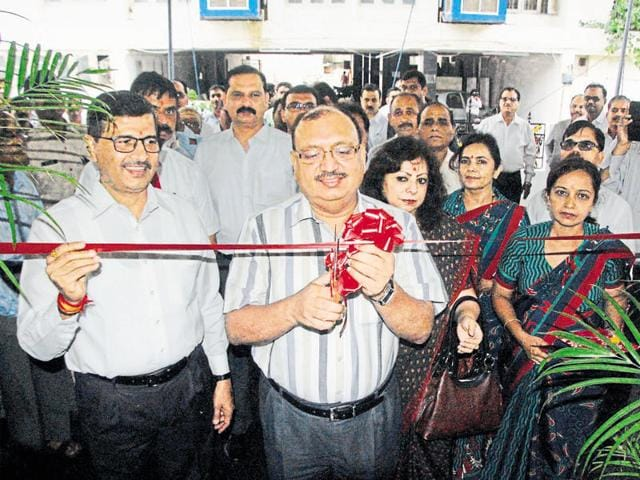 Chief secretary Anthony de Sa inaugurates the new regional office of Air India in Madhya Pradesh and Chhattisgarh in presence of the national carrier's director Ashwini Lohani (left) on Monday.
