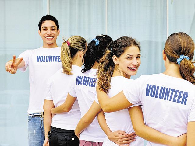 Social workers are trained to help the needy solve their problems.