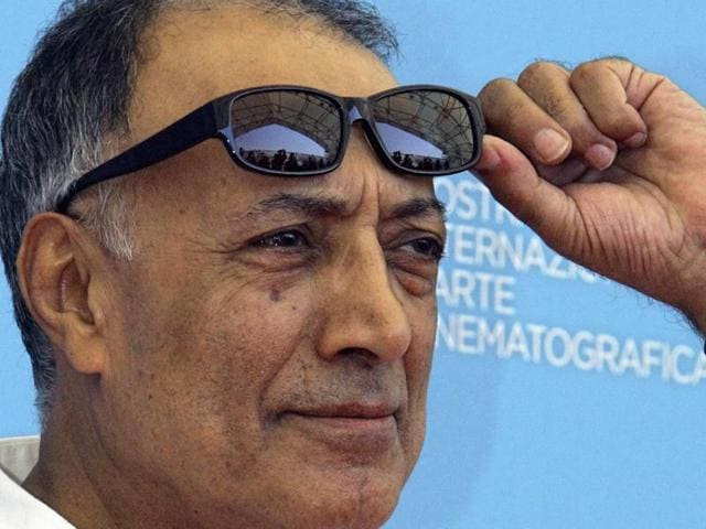 Acclaimed Iranian film director Abbas Kiarostami, who had been receiving treatment for gastrointestinal cancer, died in Paris.
