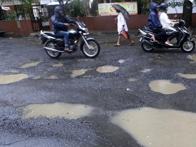 Mumbai residents reject BMC claim that only 53 potholes remain