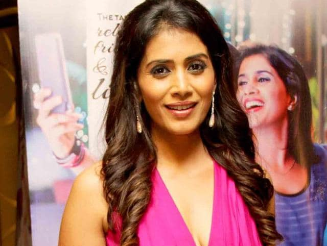Actor  Sonali Kulkarni was overwhelmed with the response to her performance in the play Gardish Mein Taare which was recently staged in Gurgaon.