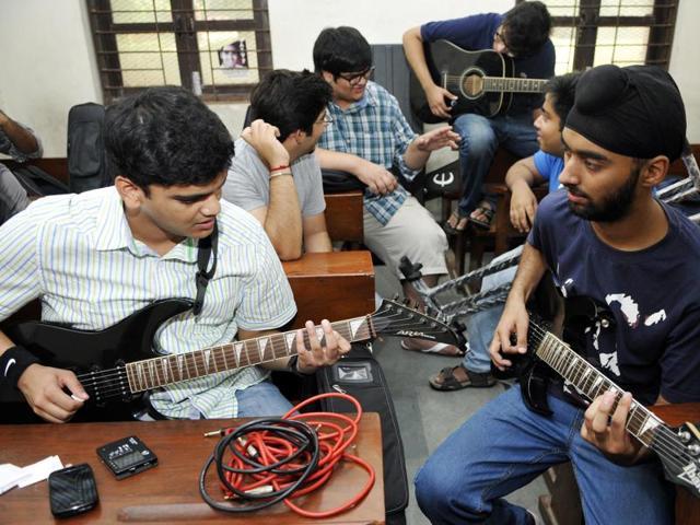 Student prepare for an ECA trial in Delhi University.