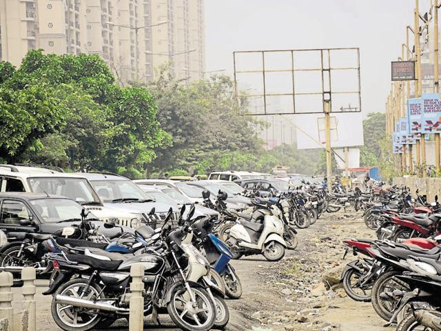 Ghaziabad proposes to register cars only if owner has parking lot